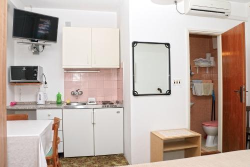 Apartman studio kuhinja