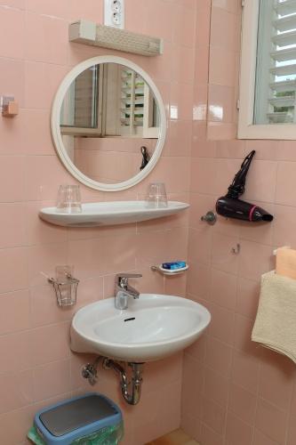 Jjednokrevetna soba kupaonica